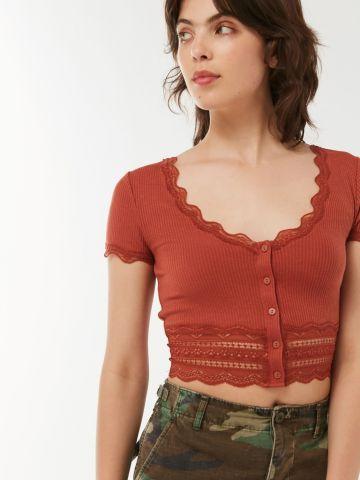 חולצת קרופ ריב עם תחרה UO