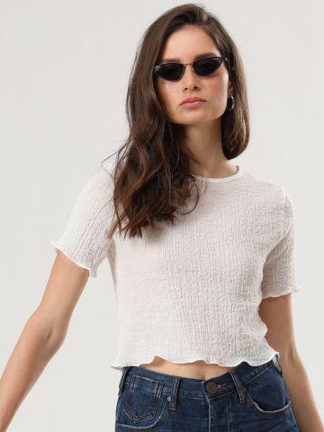 חולצת קרופ עם שוליים מסולסלים