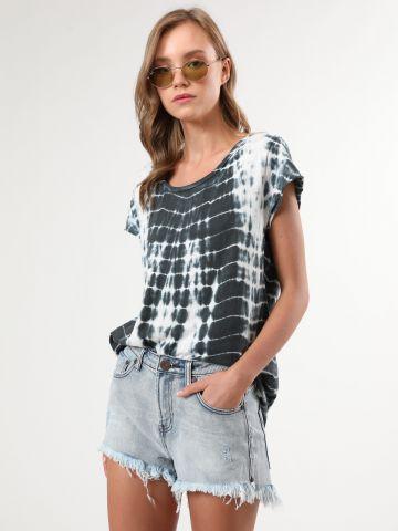 ג'ינס קצר בגזרה גבוהה עם סיומת פרנזים