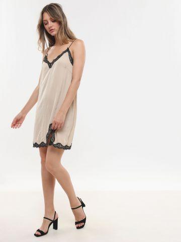 שמלת סאטן וי בשילוב תחרה