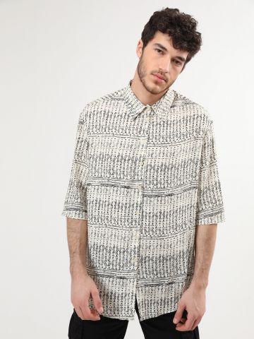 חולצה מכופתרת קצרה בהדפס גאומטרי מטושטש