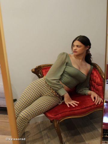 חולצת קרופ עם שרוולי שיפון ארוכים UO