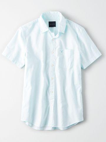 חולצה מכופתרת בהדפס פסים עם כיס / גברים
