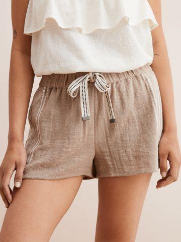 מכנסיים קצרים עם קשירה במותן