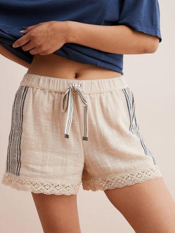 מכנסיים קצרים בסיומת תחרה