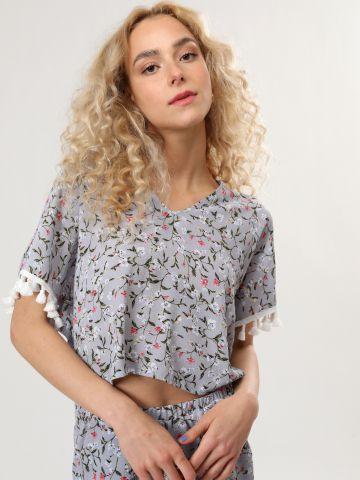 חולצת וי בהדפס פרחים עם עיטורי פרנזים