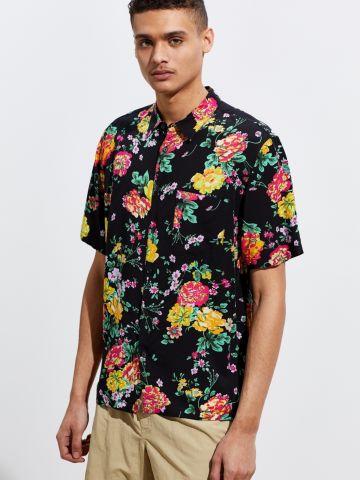 חולצה מכופתרת בהדפס פרחים עם כיס בחזית UO