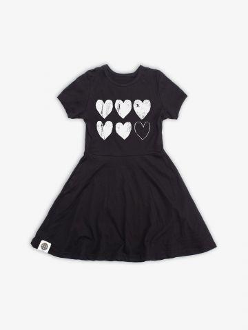 שמלת טי שירט עם הדפס לבבות / בנות