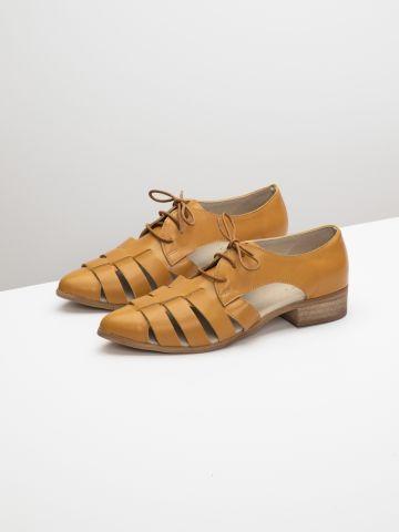 נעלי אוקספורד מעור עם פתחים בצדדים
