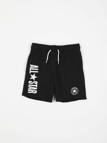 מכנסיים קצרים עם לוגו וסיומת פרומה / בנים
