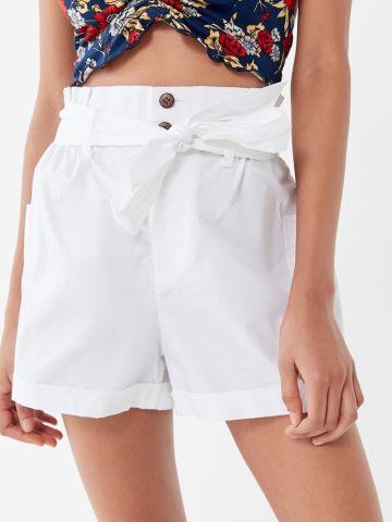 מכנסי פייפרבאג קצרים עם קשירה UO