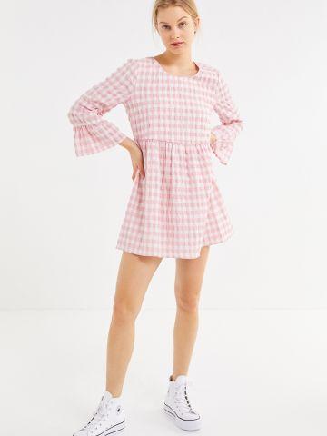 שמלת מיני משבצות עם שרוולי פעמון UO
