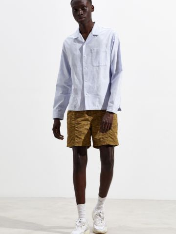 מכנסי ניילון קצרים בהדפס וינטאג' UO