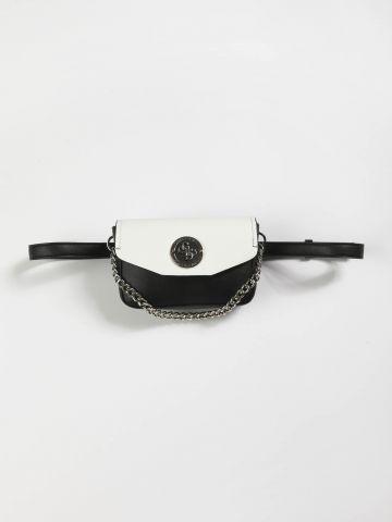 פאוץ' חגורה דמוי עור עם לוגו של GUESS