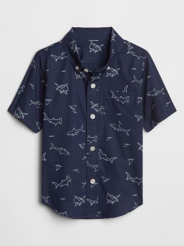 חולצה מכופתרת בהדפס כרישים / בנים