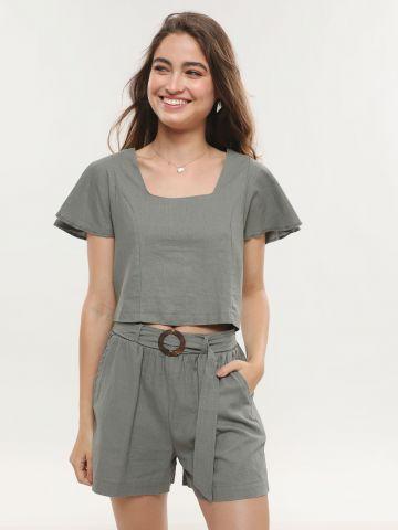 מכנסיים קצרים עם חגורה בשילוב אבזם עגול