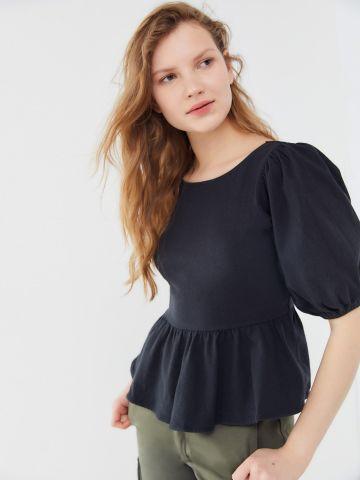 חולצת פפלום עם גב פתוח בשילוב קשירה UO