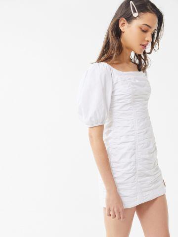 שמלת מיני קפלים עם שרוולים נפוחים UO