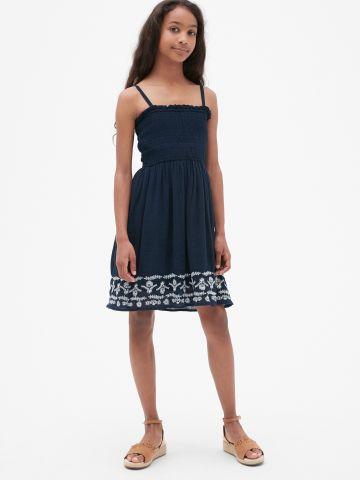 שמלה עם עיטורי רקמה