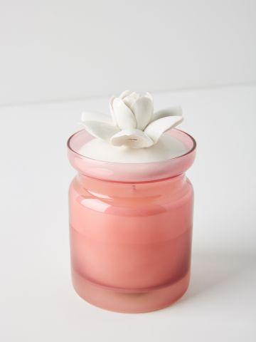 נר ריחני בכוס זכוכית עם מכסה פרח Illume
