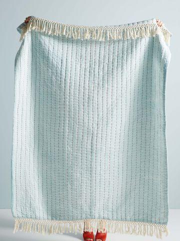 שמיכה גדולה עם רקמת פסים ופרנזים