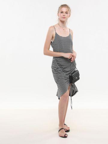 שמלת מידי בהדפס משבצות עם כיווץ