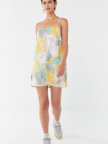 שמלת מיני קימוטים בהדפס פרחים UO