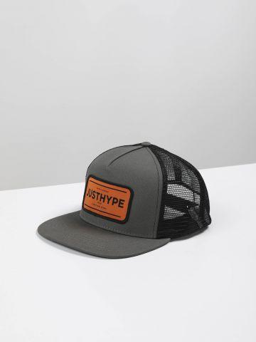 כובע מצחייה עם פאץ' לוגו
