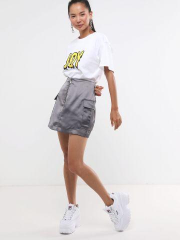 חצאית סאטן מיני עם כיסים