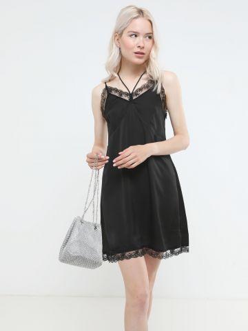 שמלת מיני סאטן עם סיומת תחרה