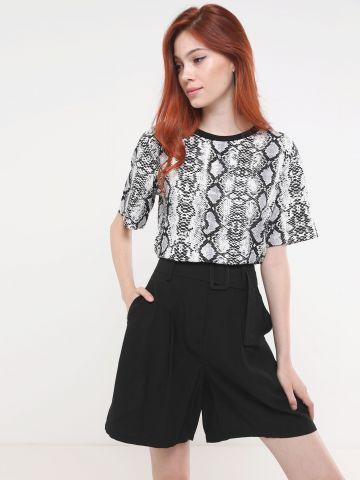 מכנסי ברמודה קצרים עם חגורה