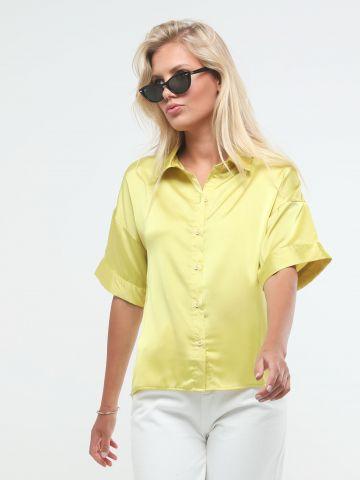 חולצת סאטן מכופתרת אסימטרית