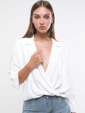 חולצה בסגנון מעטפת וי