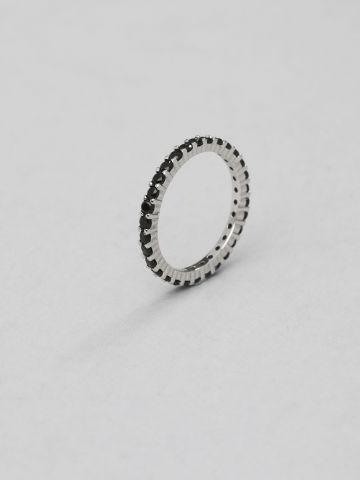 טבעת כסף קלאסית בשילוב זירקונים שחורים
