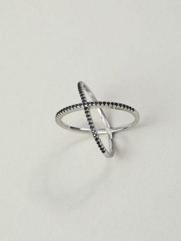 טבעת כסף קרוס בשילוב זירקונים שחורים