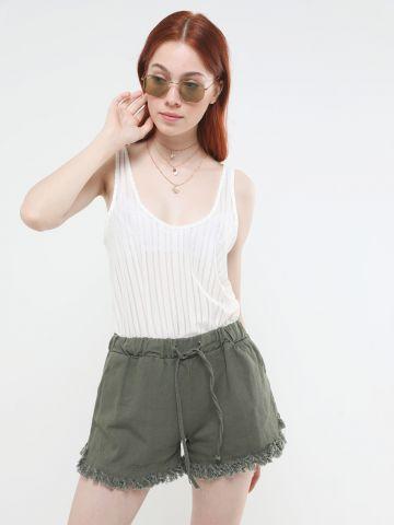 ג'ינס קצר עם פרנזים
