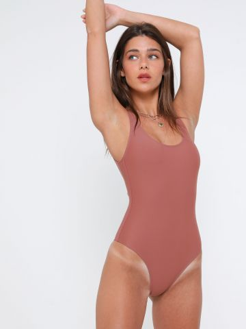 בגד ים שלם עם גב נמוך