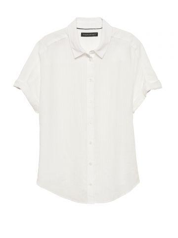 חולצה מכופתרת פסים עם שרוולים קצרים / נשים