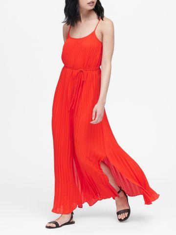 שמלת פליסה מקסי עם קשירה במותן