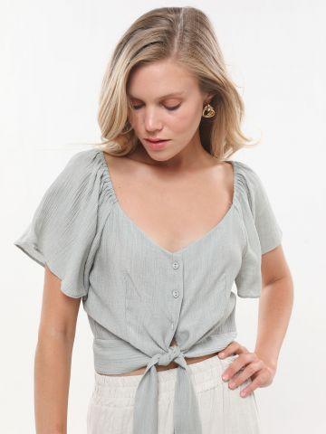 חולצת קרופ עם כפתורים וקשירה של YANGA