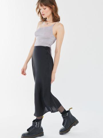 חצאית מידי סאטן UO של URBAN OUTFITTERS