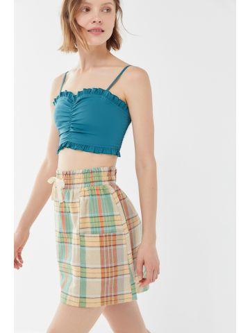 חצאית מיני עם כיסים בהדפס משבצות UO