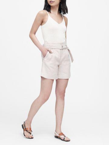 מכנסי פשתן קצרים עם חגורת מותן