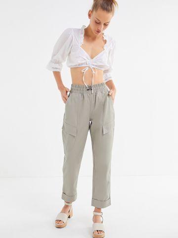 מכנסיים ארוכים בגזרה ישרה עם כיסים UO