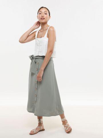 חצאית מידי עם כפתורים וחגורת קשירה