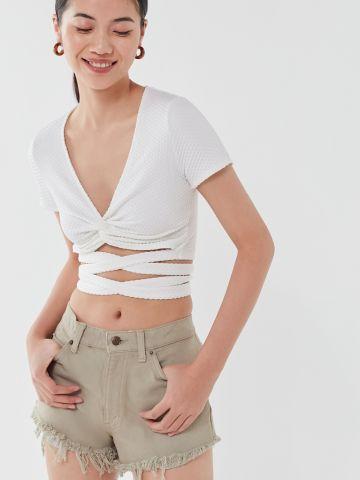חולצת קרופ עם רצועות קשירה UO