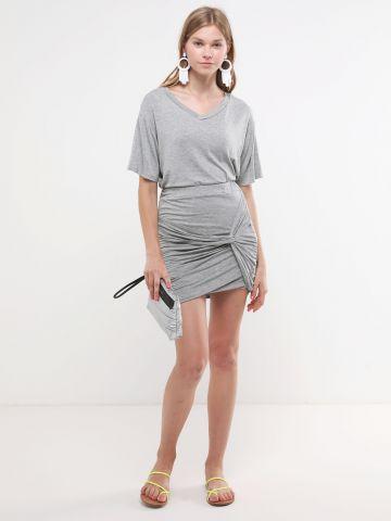 חליפת טי שירט וחצאית מיני