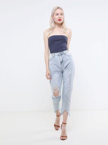 ג'ינס MOM עם קרעים וסיומת גזורה