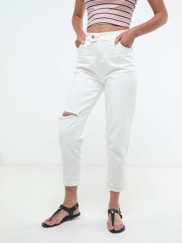 ג'ינס בגזרה גבוהה עם קרעים