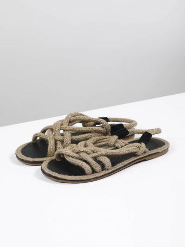 סנדלים עם רצועות חבלים / נשים